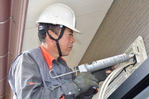 配線などの設置作業